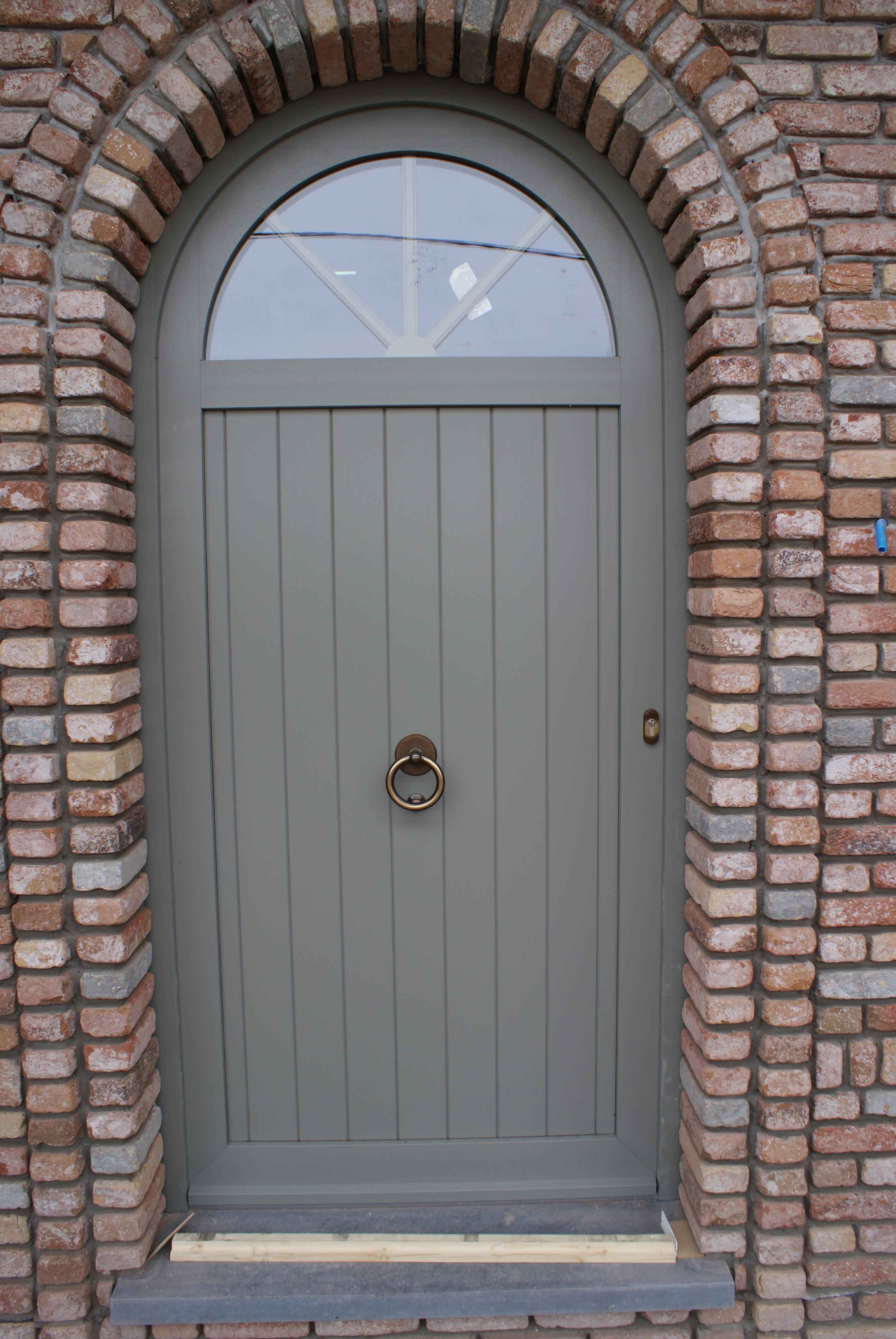 Porte PVC Rainure, croisillons incorporé dans le vitrage, structuré gris béton F723